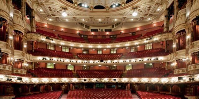 在伦敦剧院看剧,怎样才能买便宜票、选好位子?
