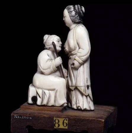 """象牙雕""""乳姑不怠"""" 清朝17th-18th 世纪"""