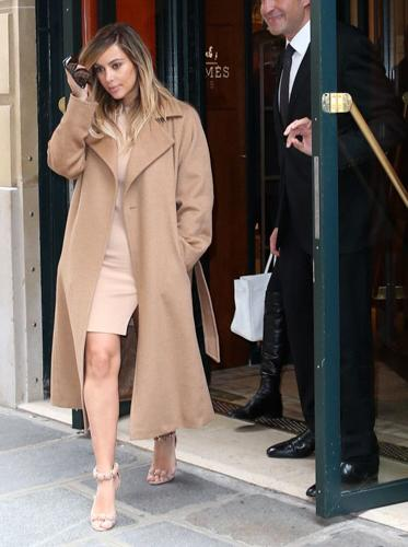 Kim Kardashian是Max Mara大衣的忠实粉丝