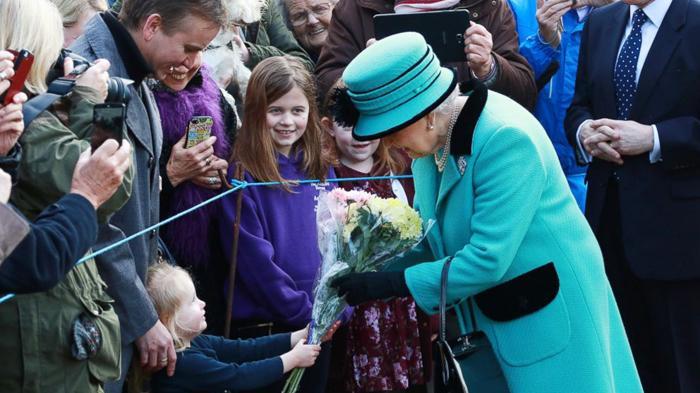 女王接受平民祝福