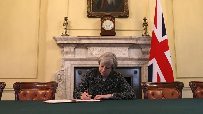 梅姨签署脱欧信