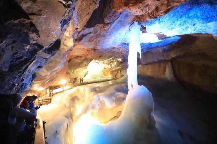 哈尔斯塔特冰川溶洞