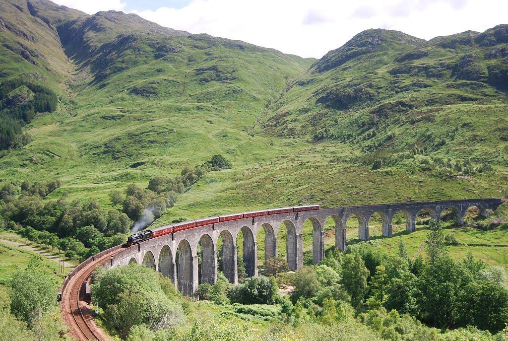 Glenfinnan Viaduct 格伦菲南高架桥