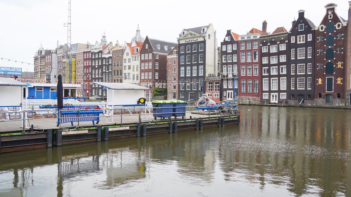 阿姆斯特丹河岸的房屋建筑