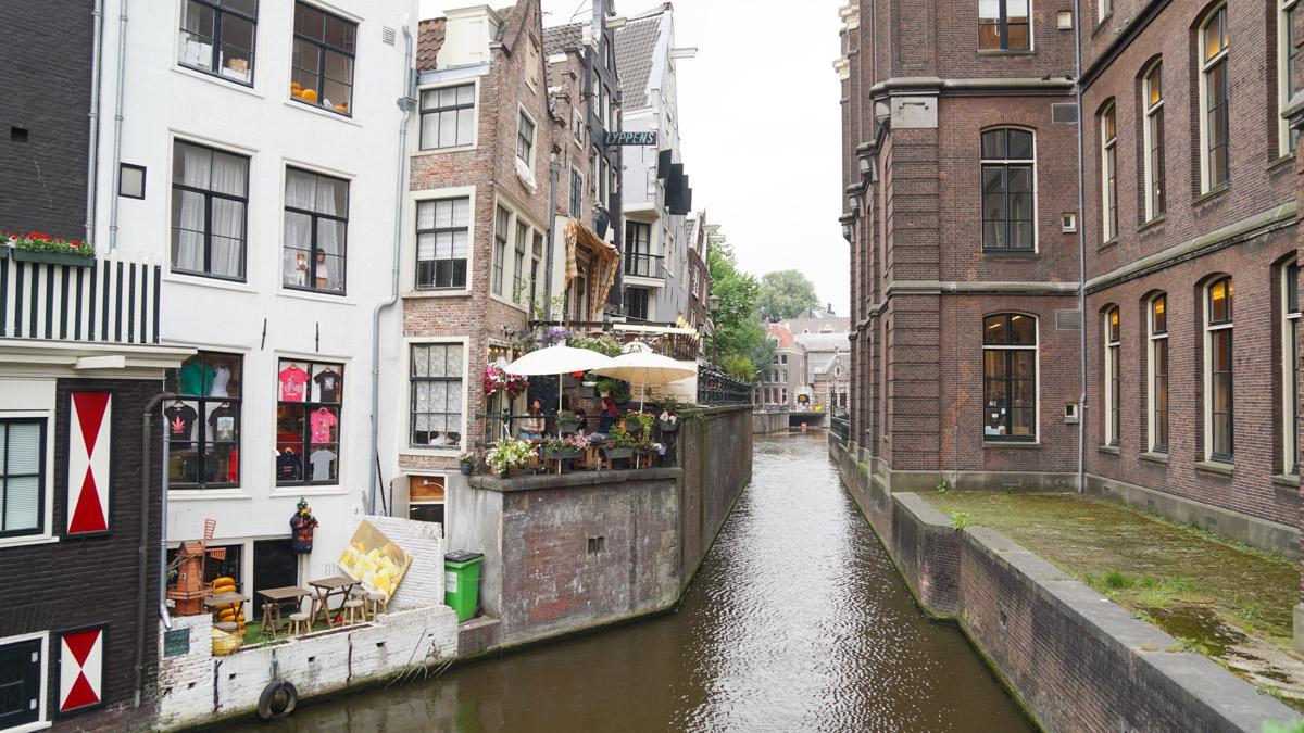 阿姆斯特丹倾斜的房屋建筑