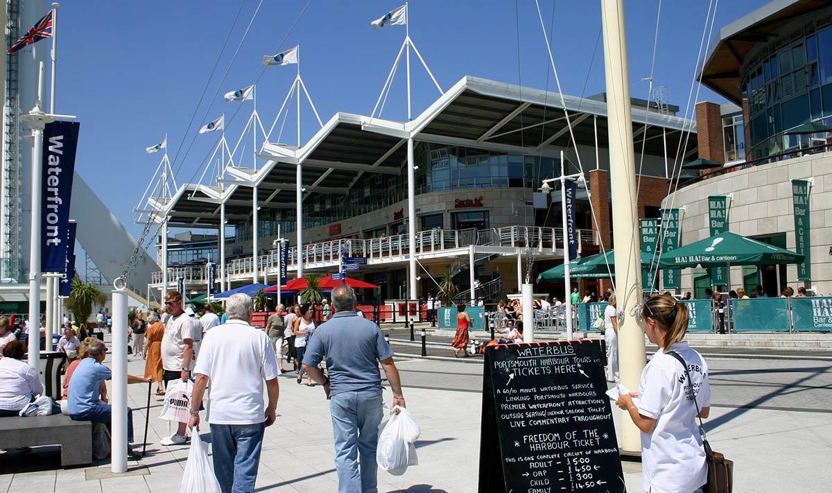 Gunwharf Quays Premium Retail Outlet  朴茨茅斯码头购物村