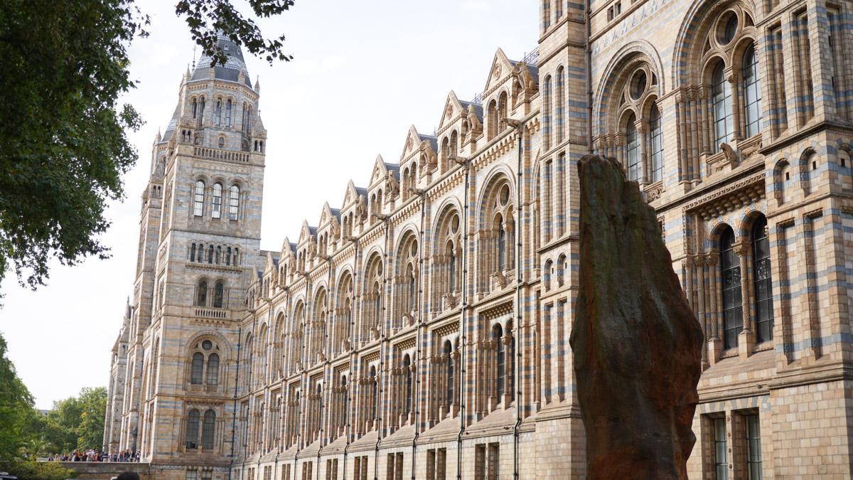 自然历史博物馆建筑侧面照